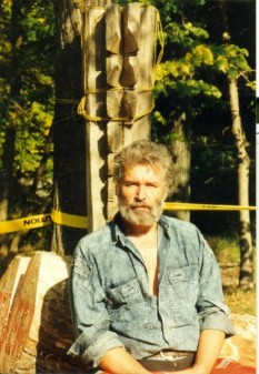Nicăpetre, pe numele lui civil Petre Bălănică, (n. 27 ianuarie 1936, Brăila — d. 21 aprilie 2008, Canada) a fost un sculptor român - foto: cersipamantromanesc.wordpress.com