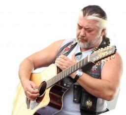 Nicolae (Nicu) Covaci (n. 19 aprilie 1947, Timișoara) este un compozitor, cântăreț, chitarist, pictor și grafician român, cunoscut ca fondator și lider al formației Phoenix - in imagine, Nicu Covaci in concert la Targu Mures - foto: ro.wikipedia.org