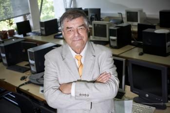 Paul Dan Cristea (n. 13 februarie, 1941, București - d. 17 aprilie, 2013) a fost un inginer electonist și fizician român, membru corespondent (din 2006) al Academiei Române - foto: revista-hipocrate.ro