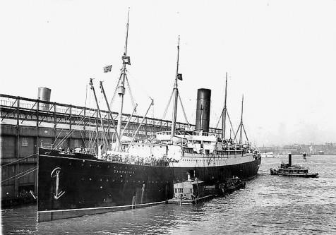 RMS Carpathia a fost o navă de pasageri folosită, la începutul secolului al XX-lea, pentru călătoriile transatlantice. A aparținut liniilor maritime Cunard. Vaporul a transportat, în luna aprilie a anului 1912, cei aproximativ 700 de supraviețuitori ai Titanicului în portul New York - in imagine, RMS Carpathia în portul New York în 1912 - foto: ro.wikipedia.org