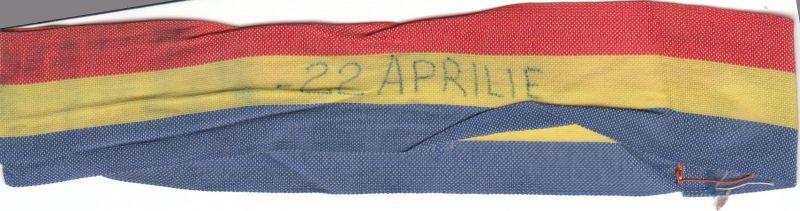 Brasardă tricoloră de la mitingul PNŢCD din 22 aprilie 1990, de la care a pornit grupul de manifestanţi care a blocat Piaţa Universităţii; până să caut aceste obiecte, uitasem acest detaliu - Alexandru Cristian Surcel - foto: marturiilehierofantului.blogspot.ro