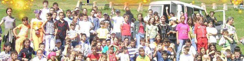 Dăruiește haine, încălțăminte, jucării, cărți și alimente pentru copiii și mamele din Valea Plopului și Valea Screzii - foto: facebook.com
