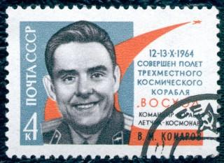 Vladimir Komarov (n. 16 martie 1927 - 24 aprilie 1967) a fost un cosmonaut sovietic. A fost primul om care a zburat în spațiul cosmic mai mult de o dată, precum și primul om ce a murit în timpul unei misiuni spațiale (Soiuz 1). Pe lângă asta, el a fost, împreună cu Konstantin Feoktisov și Boris Yegorov, un membru al misiunii Voshod 1 (octombrie 1964), care a fost prima misiune spațială cu mai mulți oameni la bord -  foto: ro.wikipedia.org