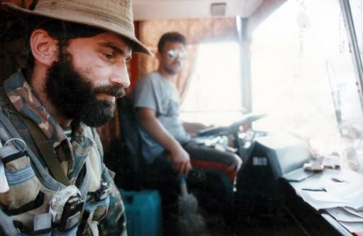 Șamil Salmanovici Basaev (n. 14 ianuarie 1965, Dișne-Vedeno, RASS Ceceno-Ingușă, URSS – d. 10 iulie 2006, Ekajevo, RA Ingușeția, Federația Rusă) a fost un militant islamist cecen și lider al curentului separatist din Cecenia - in imagine, Șamil Basaev în timpul Primului Război Cecen, decembrie 1995 - ro.wikipedia.org