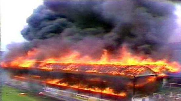 """11 mai 1985: """"Tragedia de la Bradford"""", 56 de fani au decedat într-un incendiu cutremurător - foto: prosport.ro"""