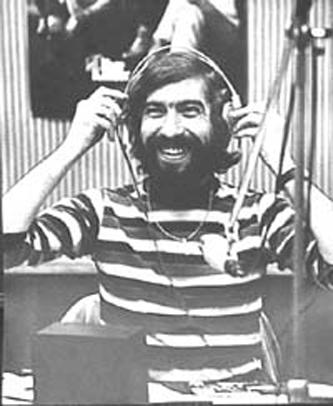 Cornel Chiriac (n. Ionel Corneliu Chiriac, 9 mai 1942, Uspenca, județul interbelic Cetatea-Albă, Basarabia (azi Ucraina) — d. 4 spre 5 martie 1975, München, Germania) a fost un jurnalist român, realizator de emisiuni radio, producător de formații muzicale, publicist și toboșar de jazz. A făcut liceul la Pitești și în 1966 a absolvit Institutul pedagogic, secția filologie din Pitești - in imagine, Cornel Chiriac în studioul de emisie - foto: ro.wikipedia.org