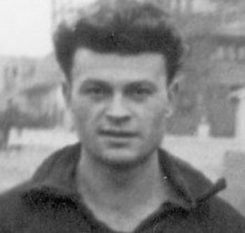 Costică Toma (n. 1 ianuarie 1928, Brăila – d. 13 mai 2008, București) a fost un fotbalist și antrenor român care a jucat pe postul de portar - foto: cersipamantromanesc.wordpress.com