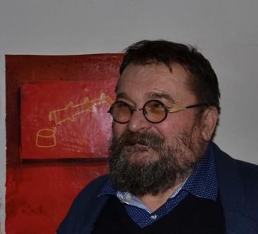 Darie Dup (n.4 mai 1959, Zlatna, judetul Alba)- este un sculptor român, profesor universitar la Universitatea Națională de Arte București, Doctor în Arte Vizuale, personalitate de prim rang a artei românești - foto: artinfonews.ro