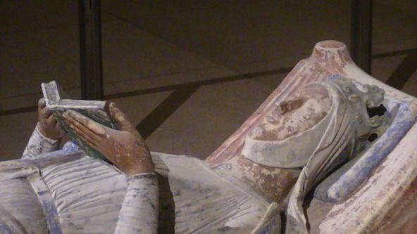 Eleanor de Aquitania (n. 1122 sau 1124 – 1 aprilie 1204) a fost una din femeile longevive și puternice din Europa în timpul evului mediu. A moștenit de la tatăl ei ducatul de Aquitania, a fost regină consort a Franței (1137–1152) și regină consort a Angliei (1154–1189). A fost membră a Casei de Poitiers - in imagine, Efigia lui Eleanor de la mănăstirea Fontevraud - foto: ro.wikipedia.org