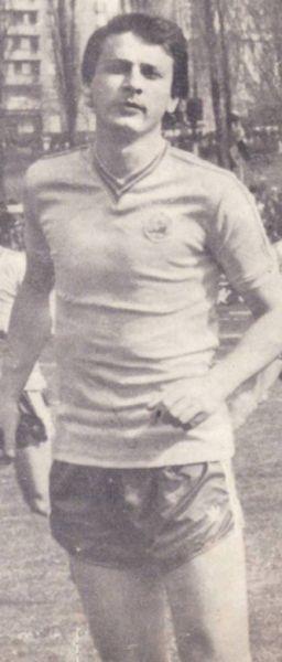 Gino Iorgulescu (n. 15 mai 1956 în Giurgiu) este un fost fotbalist român și președintele al Ligii Profesioniste de Fotbal de România. Acesta a jucat pentru echipa națională de fotbal a României, pe postul de fundaș central din 2013. Cea mai mare parte a carierei a jucat la Sportul Studențesc. În sezonul 1977-78 a jucat ca atacant, înlocuindu-l pe Mircea Sandu, care suferise o accidentare gravă. După retragerea din fotbal a îndeplinit funcțiile de antrenor secund al echipei naționale, ca secund al lui Mircea Rădulescu și Cornel Dinu, precum și de președinte al clubului FC Național. Pe data de 14 noiembrie 2013, Gino Iorgulescu a fost ales în funcția de președinte LPF, după 17 ani în care Dumitru Dragomir a condus Liga Profesionistă de Fotbal - foto: ro.wikipedia.org