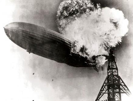 6 mai 1937: Aeronava Hindenburg, cel mai mare dirijabil construit vreodată, ia foc în timp ce încerca să aterizeze la Lakenhurst, New Jersey. Victime, 36 de pasageri și membri ai echipajului - foto - ro.wikipedia.org