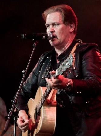 Johnny Logan (n. 13 mai 1954, Frankston lângă Melbourne, Australia), pe numele său real Seán Patrick Michael Sherrard) este un cântăreț și compozitor irlandez care a câștigat concursul muzical Eurovision de două ori: în 1980 și în 1987 - foto: ro.wikipedia.org