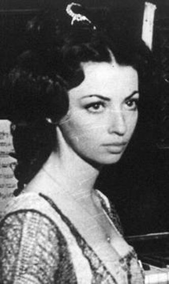Julieta Szönyi (actualmente Julieta Szönyi Ghiga) (n. 13 mai 1949, Timișoara) este o actriță română de teatru și film. Rolurile sale cele mai cunoscute sunt cel al Otiliei din filmul Felix și Otilia[1] (1972) și cel al Adnanei din filmul serial Toate pînzele sus (1976) - foto: cinemagia.ro