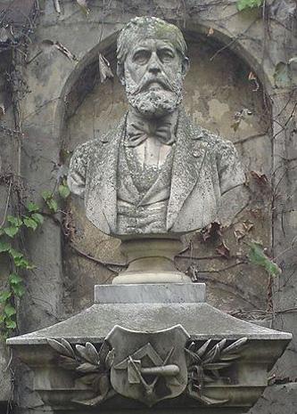 Karl Storck (n. 21 mai 1826, Hanau, Germania - d. 18 mai 1887, București) a fost un sculptor român de origine germană, stabilit în București din 1849 - in imagine, Bustul sculptorului Karl Storck de pe mormântul său din Cimitirul Evanghelic Lutheran din Bucureşti, realizat de Frederic Storck - foto: ro.wikipedia.org