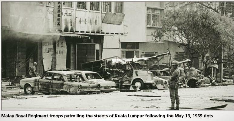 "13 mai 1969: La Kuala Lumpur, Malaezia au loc revolte rasiale, cunoscute mai târziu sub numele de ""Incidentul din 13 mai"" - foto: yiweilim.blogspot.ro"