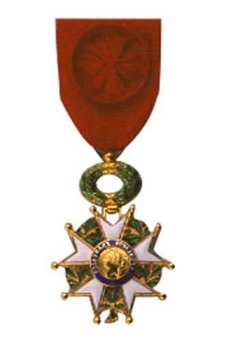 Legiunea de onoare, conform originalului în franceză, Légion d'honneur, este cea mai înaltă distincție civilă și militară franceză, instituită în 1802 și acordată neîntrerupt din 1804 până astăzi - Légion d'honneur (Ofițer) - foto: ro.wikipedia.org