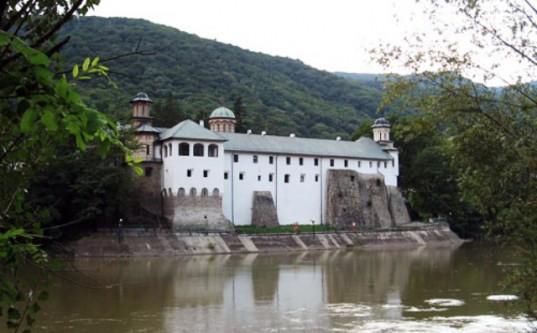 Mănăstirea Cozia - foto: cersipamantromanesc.wordpress.com