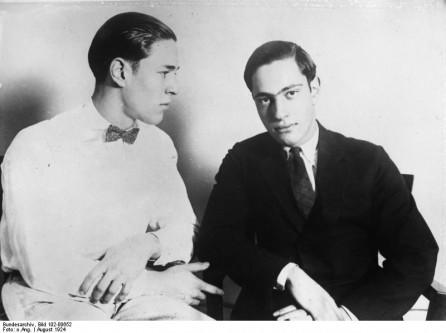 """21 mai 1924: În încercarea de a demonstra superioritatea lor intelectuală comițând """"crimă perfectă"""", doi studenți bogați de la Universitatea din Chicago, Nathan Leopold și Loeb Richard Junior, l-au răpit și ucis pe Robert """"Bobby"""" Franks în vârstă de 14 ani. Au simulat o răpire, apoi au trimis o notă de răscumpărare familiei victimei - foto: ro.wikipedia.org"""