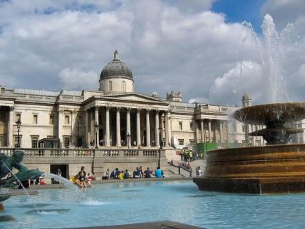 Galeria Națională (National Gallery) găzduită de londonezi este o instituție de artă și, mai ales, de cultură născută din dorința de a oferi tuturor - nu doar cunoscătorilor de artă - posibilitatea îmbinării frumosului cu utilul și necesarul pentru creșterea spirituală. Nu întâmplător, chiar de la începuturile sale (1838) accesul a fost și este gratuit - foto: ro.wikipedia.org