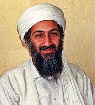 Usamah bin Muhammad bin Awad bin Ladin (n. 10 martie 1957, Riyadh, Arabia Saudită - d. 2 mai 2011, Abbottabad, Pakistan), cunoscut în mod uzual ca Osama bin Laden, a fost liderul și capul al-Qaidei, recunoscută la nivel mondial ca cea mai mare organizație teroristă din lume. Guvernul Statelor Unite l-a numit pe Osama bin Laden ca prim suspect al atentatelor din 11 septembrie 2001 de la New York - foto preluat de pe en.wikipedia.org