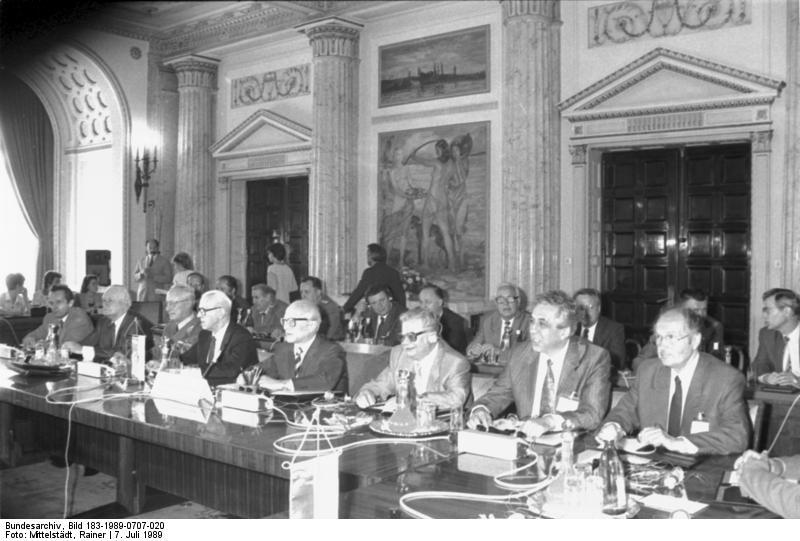 Pactul de la Varșovia (14 mai 1955 - 1 iulie 1991) - Cele mai importante figuri ale Pactului de la Varşovia la o întrunire în Bucureşti (07.07.1989) - foto preluat de pe ro.wikipedia.org