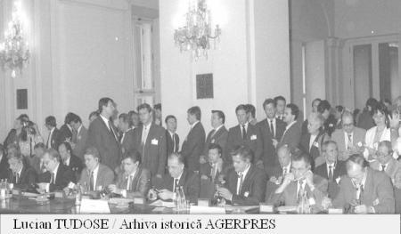 Pactul de la Varșovia (14 mai 1955 - 1 iulie 1991) - Participarea delegației române la semnarea actului oficial de dizolvare a Tratatului de la Varșovia - foto preluat de pe www1.agerpres.ro
