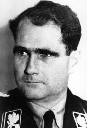 Walter Richard Rudolf Hess (Heß în germană) (26 aprilie 1894 – 17 august 1987) a fost o figură proeminentă în cadrul Germaniei Naziste, adjunctul lui Adolf Hitler în cadrul Partidului Național-Socialist. La 10 mai 1941, în ajunul războiului cu Uniunea Sovietică, a zburat singur spre Scoția, cu scopul de a negocia pacea cu Regatul Unit, dar a fost arestat. A fost judecat la Nürnberg și condamnat la închisoare pe viață la Spandau (Berlin), unde a murit în 1987, mulți consideră prin suicid - foto: ro.wikipedia.org