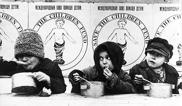 Russian children fed by Save the Children during the 1921 famine - foto: savethechildren.org.uk