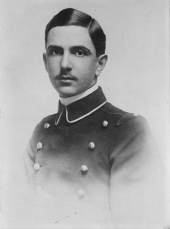 Umberto al II-lea (Umberto Nicola Tommaso Giovanni Maria; 15 septembrie 1904  – 18 martie 1983) a fost ultimul rege al Italiei - in imagine, Umberto, Prinț Moștenitor al Italiei - foto: ro.wikipedia.org