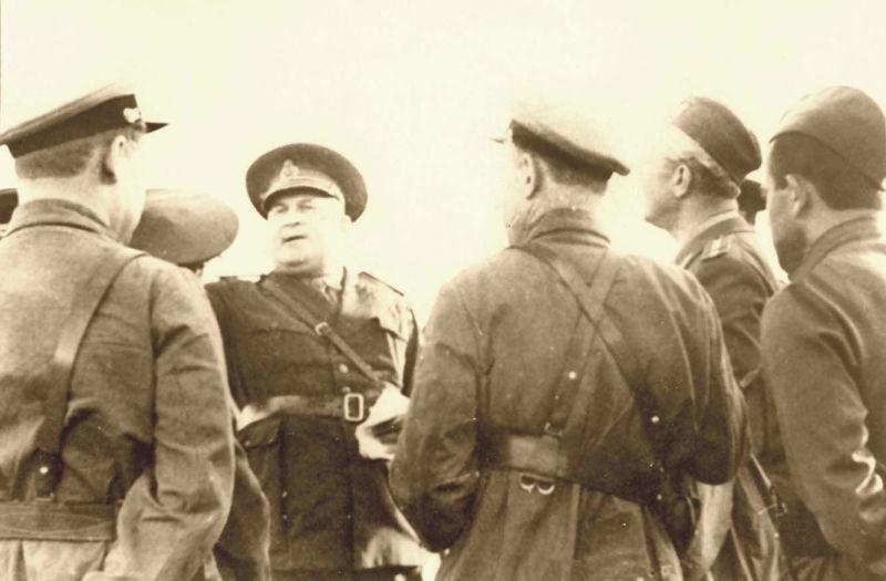 Basarabia, Bucovina de nord şi ţinutul Herţa, sub ocupaţia sovietică - Negocieri între ofițerii sovietici și cei români - foto preluat de pe ro.wikipedia.org
