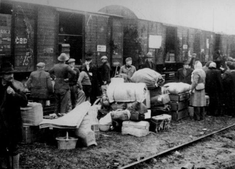 Deportari in Siberia (1940-1941) - foto preluat de pe wikimedia.org