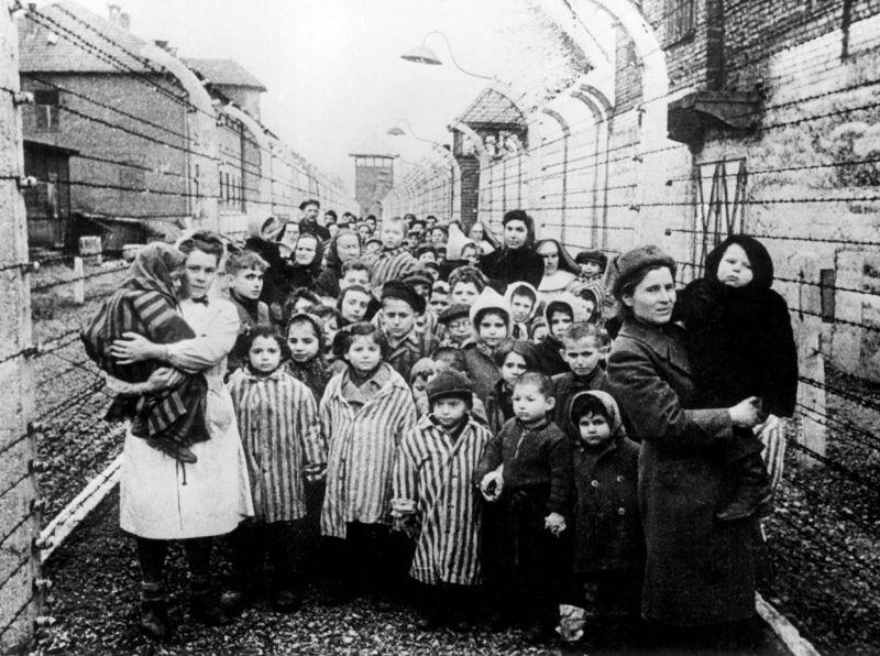 Deportările din Basarabia și Nordul Bucovinei (Nu se cunoaște o cifră exactă a celor care au avut de suferit de pe urma acestui tip de represiune, estimările ridicându-se la câteva sute de mii de persoane deportate în perioada 28 iunie 1940 - 5 martie 1953) - foto: timpul.md