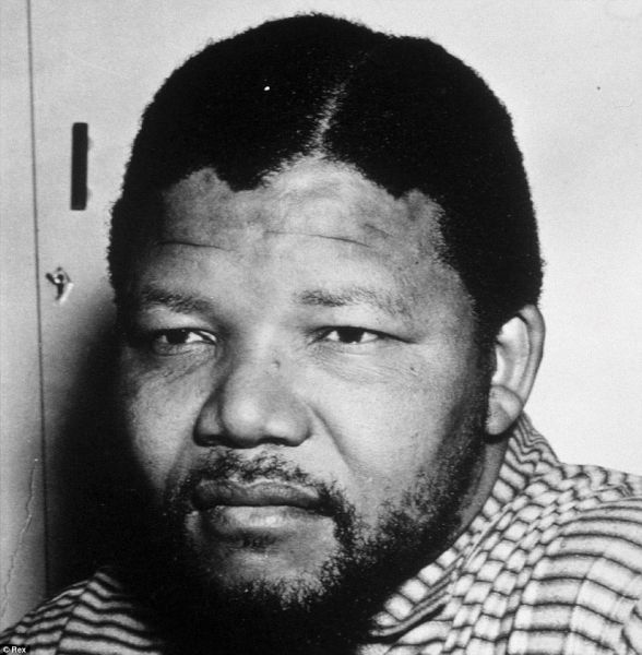 12 iunie 1964: Nelson Mandela, militant al luptei impotriva apartheid-ului din Africa de Sud, a fost condamnat la inchisoare pe viata sub acuzatia de sabotaj - foto: dailymail.co.uk