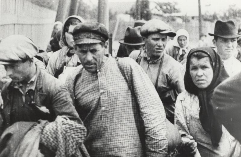 Basarabia, Bucovina de nord şi ţinutul Herţa, sub ocupaţia sovietică - Refugiați din Basarabia - foto preluat de pe ro.wikipedia.org