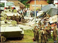 Federal al armatei iugoslave blindate de transport de personal în apropiere de Ljubljana (27/06/91) - foto: cersipamantromanesc.wordpress.com