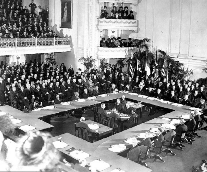 Tratatul de la Trianon (4 iunie 1920) - foto preluat de pe cersipamantromanesc.wordpress.com