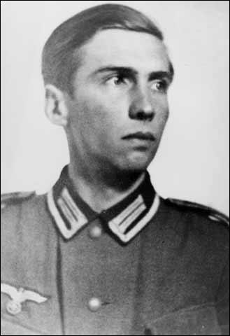 Alexander Schmorell (n. 16 septembrie 1917, Orenburg, Rusia - d. 13 iunie 1943, München) a fost unul din membrii grupului de rezistență antinazistă Trandafirul Alb - foto: spartacus-educational.com