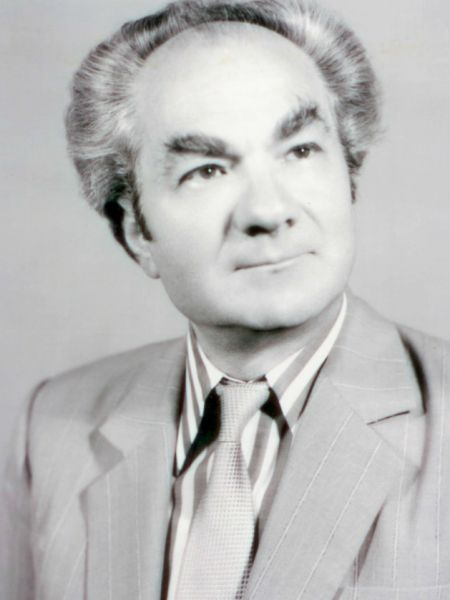 """Leon Dănăilă (n. 1 iulie 1933, Darabani, Botoşani) este medic specialist neurochirurg la Spitalul """"Gh. Marinescu"""" din Bucureşti. El a fost ales ca membru corespondent al Academiei Române (la 24 octombrie 1997) şi apoi membru titular al acesteia (din 20 decembrie 2004) - foto: cronicasatului.ro"""