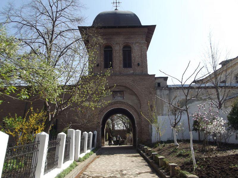 Mănăstirea Mărcuța este un lăcaș de cult, situat în estul orașului București. Este monument istoric. Mănăstirea a fost construită de Dan vel Logofătul, în timpul domniei lui Mihnea Turcitul, mai exact în anul 1587. Numele provine de la al doilea ctitor al mănăstirii, Marcu Armașu. Din complexul monahal face parte Biserica Mărcuța. La Mărcuța a fost internat și poetul Mihai Eminescu - foto: ro.wikipedia.org