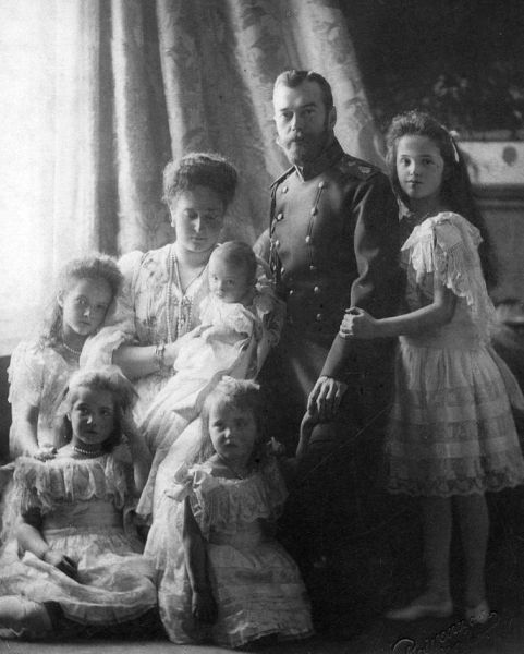 Familia Țarului Nicolae al II-lea al Rusiei, în 1904 - foto: ro.wikipedia.org
