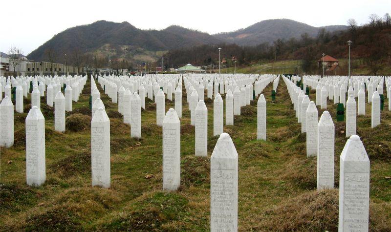 Cimitirul de la Memorialul Victimelor Genocidului din Srebrenica-Potočari - foto: ro.wikipedia.org