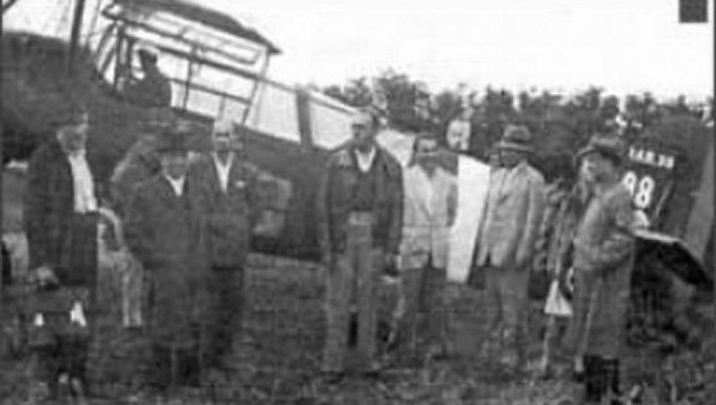 """Înscenarea de la Tămădău sau Afacerea Tămădău (14 iulie 1947). Unui număr important de fruntași ai Partidului Național Țărănesc le-a fost oferită ocazia de a se deplasa în străinătate. La aerodromul din Tămădău însă, autoritățile comuniste i-au arestat pe acestiai și i-au pus sub acuzare pentru """"încercare de fugă într-o țară străină"""". Întreaga afacere a fost o provocare organizată de Partidul Comunist pentru a justifica desființarea PNȚ, lucru care s-a și întâmplat ulterior, în noiembrie 1947. Printre fruntașii țărăniști arestați la Tămădău s-au numărat Ion Mihalache, Ilie Lazăr, Nicolae Carandino și alții - foto preluat de pe historia.ro"""