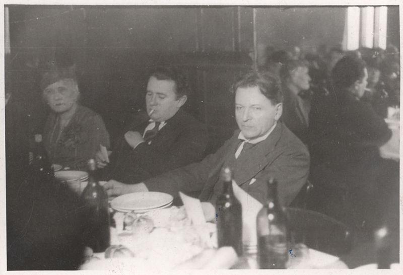 George Enescu la o masă festivă - foto preluat de pe ro.wikipedia.org