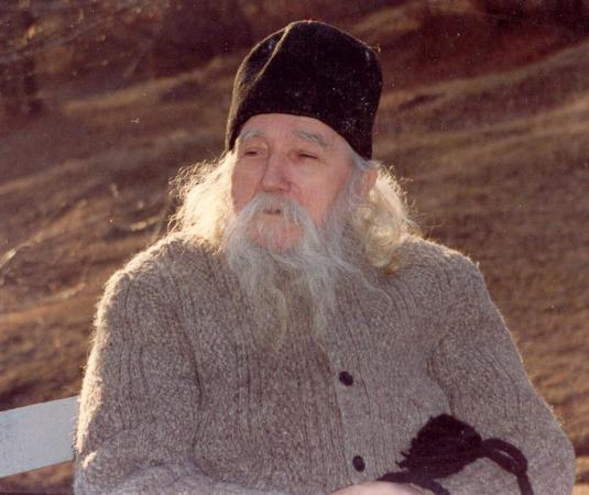 """Părintele Cleopa Ilie (10 aprilie 1912 - 2 decembrie 1998), arhimandrit și viețuitor la Mănăstirea Sihăstria – Neamț, unul dintre cei mai însemnați duhovnici și predicatori români ai secolului XX - Iată ce vreau să vă mai spun: să nu socotim vreodată că am făcut început bun. Să dorim întotdeauna să punem început bun. Pentru că noi nu cunoaştem cum trebuie să fie un om care pune început bun, cum trebuie să se poarte. Să zicem: """"Doamne, dă-mi ajutorul Tău, să pun început bun, să-mi îndrept viaţa"""" - foto: doxologia.ro"""