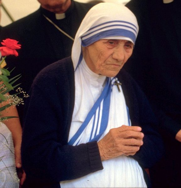Saint Teresa of Calcutta; 1986 at a public pro-life meeting in Bonn, Germany - foto preluat de pe ro.wikipedia.org