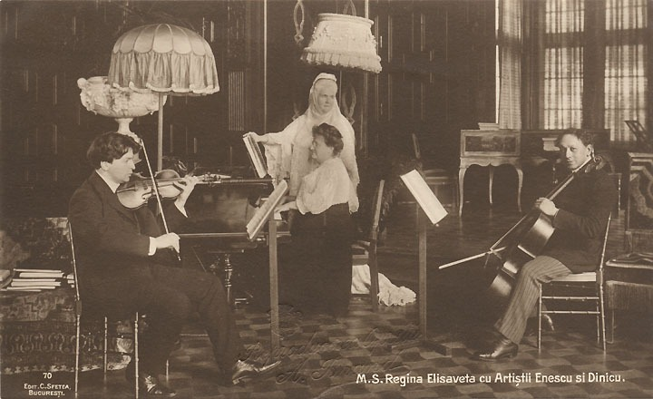 Queen Elisabeth of Romania with George Enescu and Dimitrie Dinicu at Peleș Castle - foto preluat de pe en.wikipedia.org