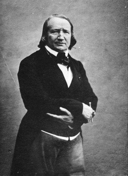 Alfred de Vigny (n. 27 martie 1797, Loches, Indre-et-Loire - d. 17 septembrie 1863, Paris) a fost poet și dramaturg francez unul dintre promotorii principali ai romantismului - in imagine, Alfred de Vigny by Félix Nadar - foto: en.wikipedia.org