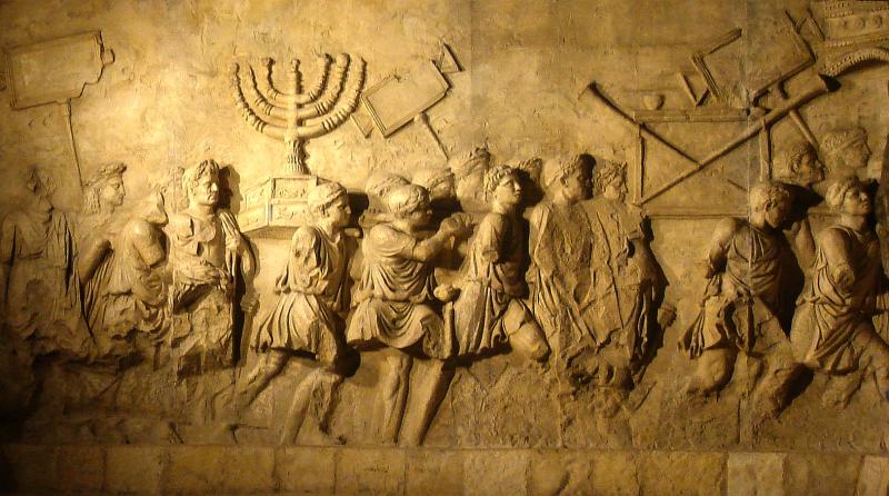 Asediul Ierusalimului (70) Parte a Războaielor Iudaico-Romane. Jefuirea Templului-gravura de pe Arcul lui Titus - foto preluat de pe ro.wikipedia.org