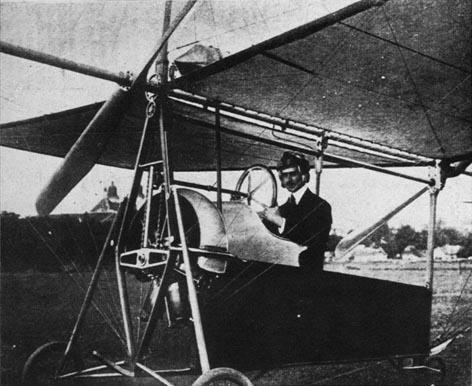 Aurel Vlaicu la bordul avionului Vlaicu II -  foto: ro.wikipedia.org