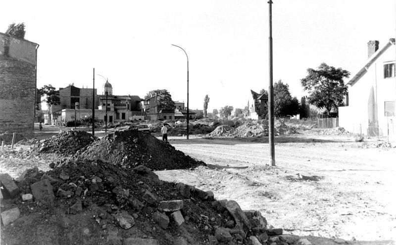 """Efectele politicii de """"sistematizare a teritoriului"""" din anii 1980 în zona actualului buleverd Burebista - foto: ro.wikipedia.org"""
